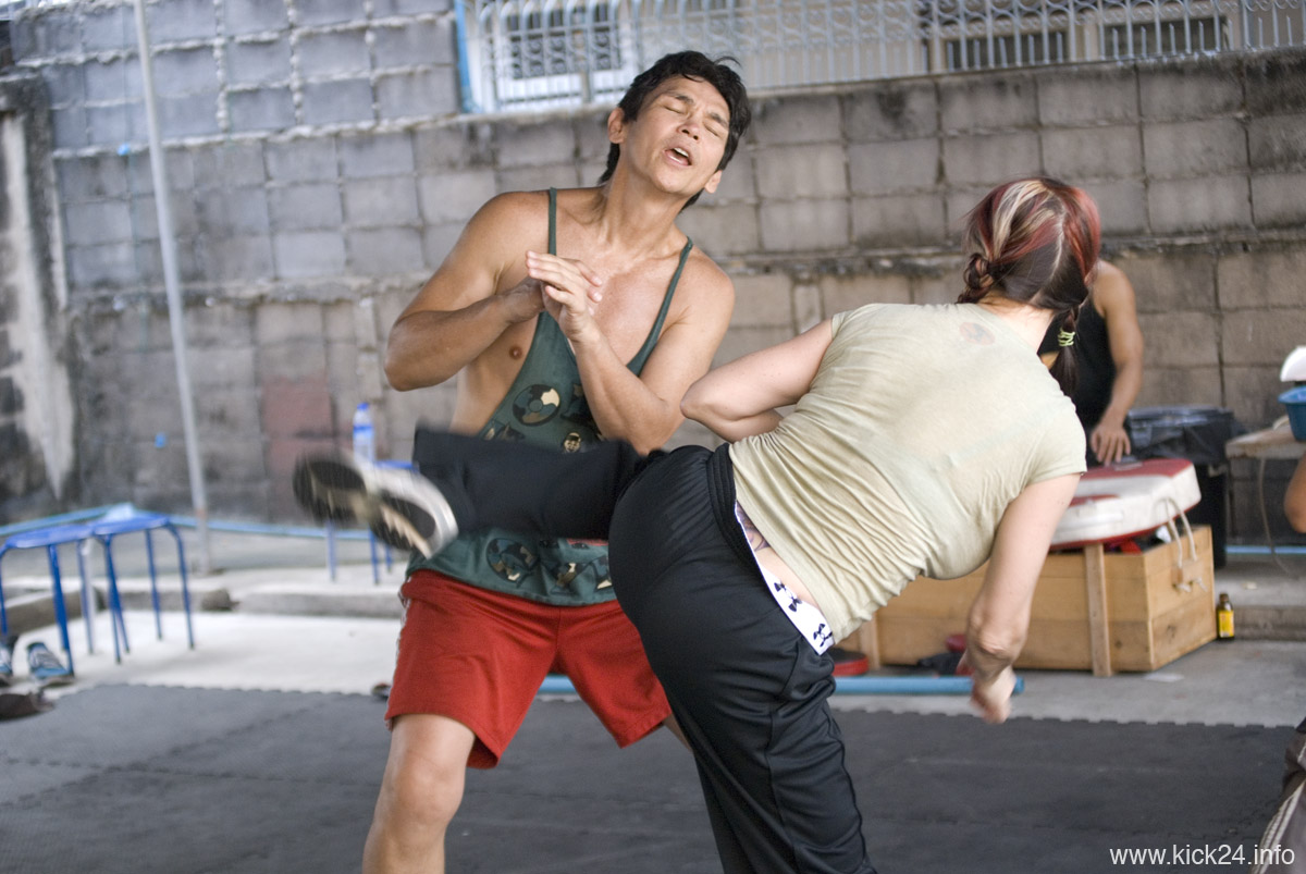 kickboxing how to train to look at your opponent